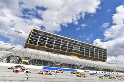 Joey Logano, Team Penske, Discount Tire Ford Mustang e Christopher Bell, Joe Gibbs Racing, Ruud Toyo