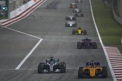 Fernando Alonso, McLaren MCL33 Renault, Lewis Hamilton, Mercedes AMG F1 W09, Brendon Hartley, Toro R