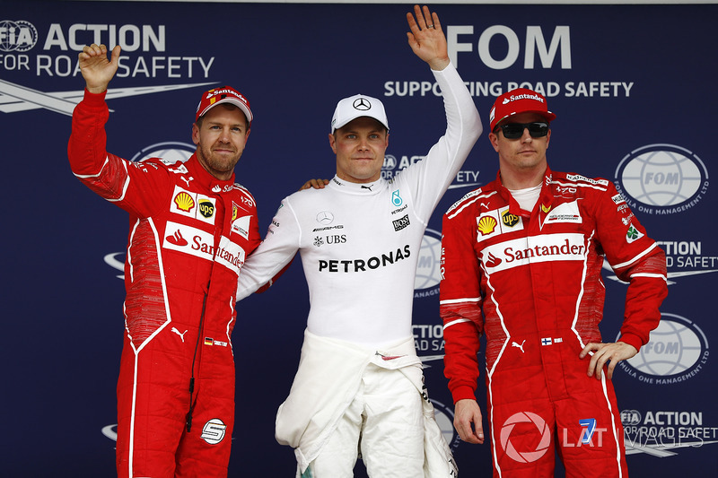 Ganador de la pole Valtteri Bottas, Mercedes AMG F1, segundo Sebastian Vettel, Ferrari, tercero Kimi Raikkonen, Ferrari
