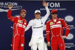Обладатель поула Валттери Боттас, Mercedes AMG F1, второе место – Себастьян Феттель, третье место –