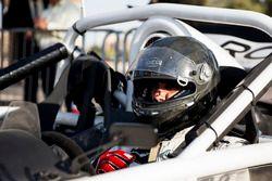 Abdullah Aldosari se prepara para conducir en ROC Factor Saudi Arabia en ROC Factor Medio Oriente