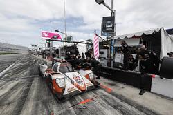 #54 CORE autosport ORECA LMP2, P: Jon Bennett, Colin Braun, Romain Dumas, Loic Duval au stand