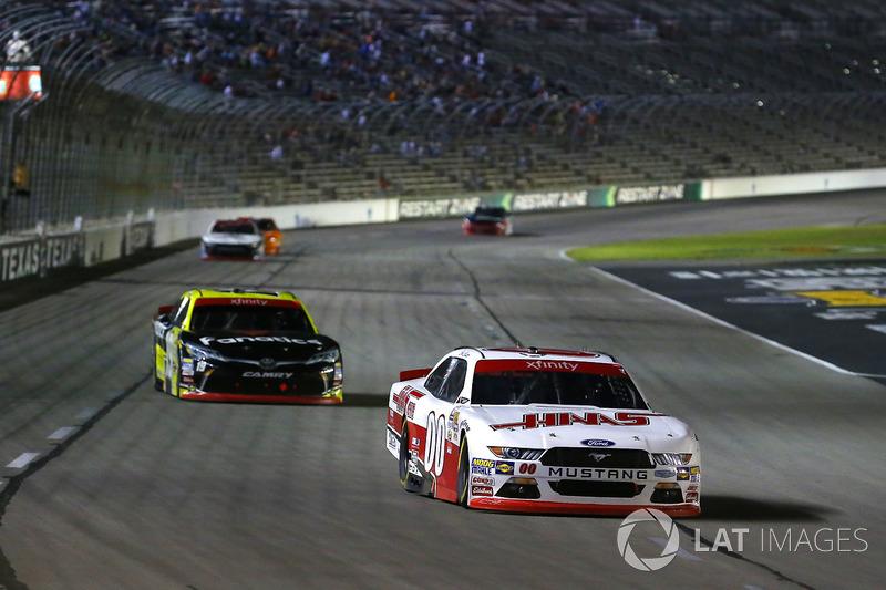 Cole Custer, Stewart-Haas Racing Ford and Matt Tifft, Joe Gibbs Racing Toyota