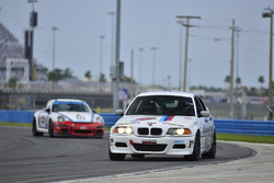 #333 MP3A BMW 330i, Joao Curry, Wiz Turmina and Nino Pagliato, Crazy 4 Auto