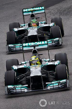 Nico Rosberg, Mercedes W04, devance Lewis Hamilton, Mercedes W04