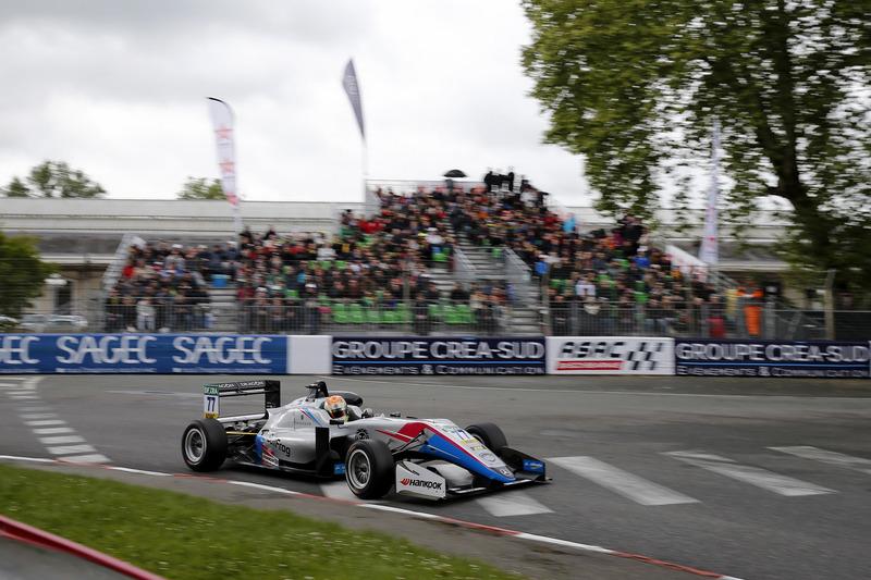 Бен Хинджли, Hitech Bullfrog GP, Dallara F317 Mercedes-Benz