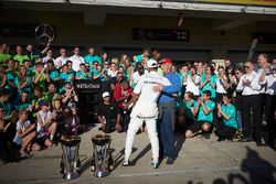 Race winner Lewis Hamilton, Mercedes AMG F1, the Mercedes team celebrate victory in the race and the Constructors Championship