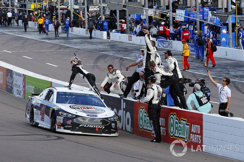 Kevin Harvick, Stewart-Haas Racing, Ford Fusion Jimmy John's celebrates his win