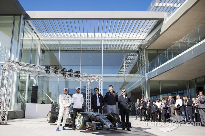 Lewis Hamilton, Mercedes-AMG F1, Valtteri Bottas, Mercedes-AMG F1, Toto Wolff, Mercedes AMG F1 Director de Motorsport, Giuseppe D'Arrigo, Petronas