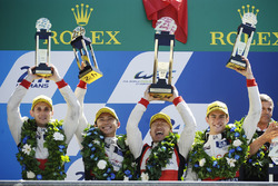 Podium: 2. #38 DC Racing Oreca 07 Gibson: Ho-Pin Tung, Oliver Jarvis, Thomas Laurent, Teammanager Da