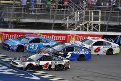Kevin Harvick, Stewart-Haas Racing Ford, Darrell Wallace Jr., Richard Petty Motorsports Ford, Kasey