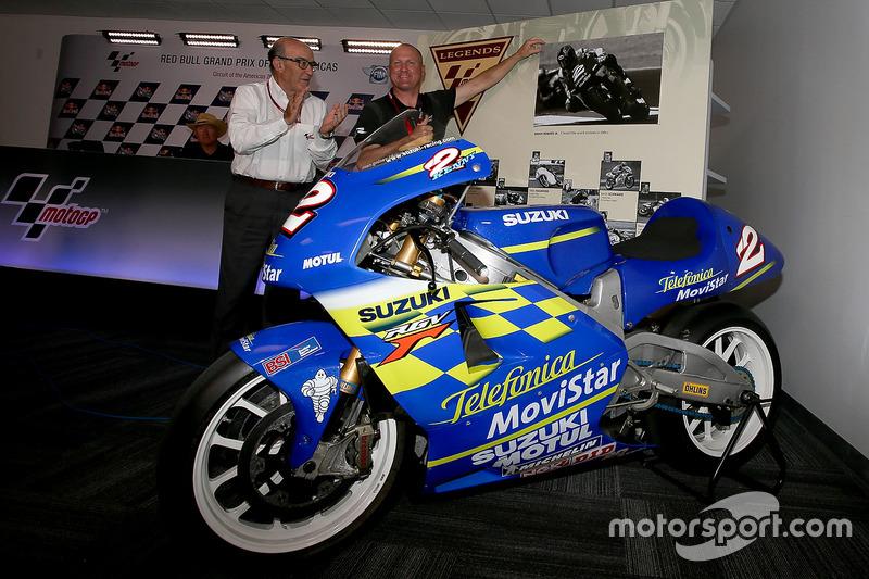 Suzuki RGV500 que Kenny Roberts Jr. ganó el título en el año 2000