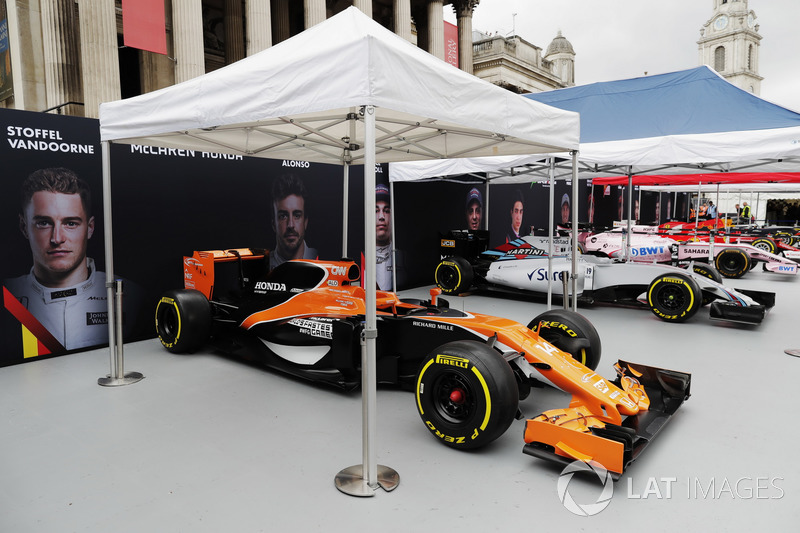 Los coches de McLaren, Williams y Force India Fórmula 1 en Trafalgar Square para la demostración en Londres