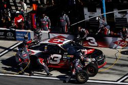 Austin Dillon, Richard Childress Racing Chevrolet, pit stop