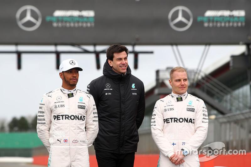 Lewis Hamilton, Valtteri Bottas und Mercedes-Sportchef Toto Wolff