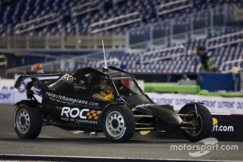 Kyle Busch maneja el ROC Car