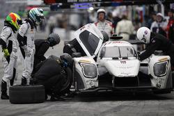 La #52 PR1 Mathiasen Motorsports Ligier: Michael Guasch, R.C. Enerson, Tom Kimber-Smith, Jose Gutierrez, aux stands