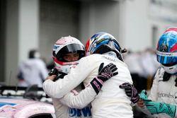 Lucas Auer, Mercedes-AMG Team HWA, Mercedes-AMG C63 DTM et Robert Wickens, Mercedes-AMG Team HWA, Mercedes-AMG C63 DTM dans le parc fermé