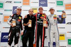 Podio: il vincitore della gara Joel Eriksson, Motopark Dallara F317 - Volkswagen, il secondo classificato Nikita Mazepin, Hitech Grand Prix, Dallara F317 - Mercedes-Benz, il terzo classificato Tadasuke Makino, Hitech Grand Prix, Dallara F317 - Mercedes-Benz