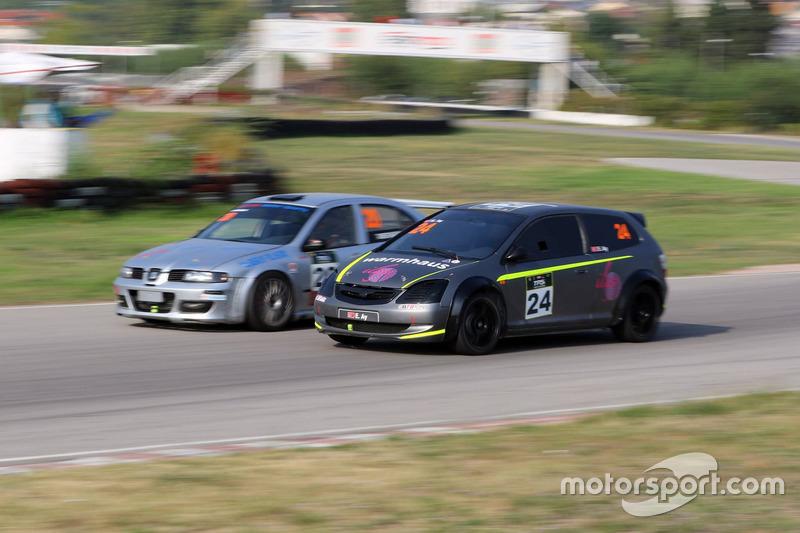 #20 Tamer Sancak, Ülkü Motorsport, Seat Leon Cupra-R, #24 Emir Ay, Honda Civic Type-R