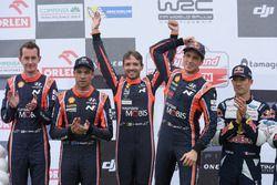 Podium: ganadores, Thierry Neuville, Nicolas Gilsoul, Hyundai Motorsport, segundos, Hayden Paddon, S