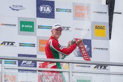 Podio: il vincitore della gara Maximilian Günther, Prema Powerteam Dallara F317 - Mercedes-Benz