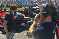 Iker Viana, cámara de televisión de Movistar + F1, y Albert Fábrega, analista y colaborador de Motor