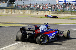 Pierre Gasly, Scuderia Toro Rosso STR12, passes the crashed car of Carlos Sainz Jr., Scuderia Toro R