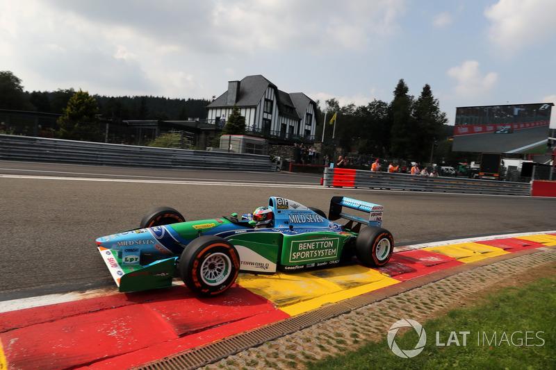 Mick Schumacher con el coche de su padre