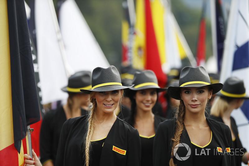 Una de sombreros y azafatas en Bélgica