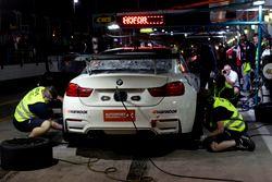 Boxenstopp, #401 Schubert Motorsport BMW M4 GT4: Ricky Collard, Jens Klingmann, Jörg Müller