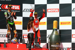 Podio: ganador de la carrera Kenan Sofuoglu, Kawasaki Puccetti Racing, tercer lugar P.J. Jacobsen, M