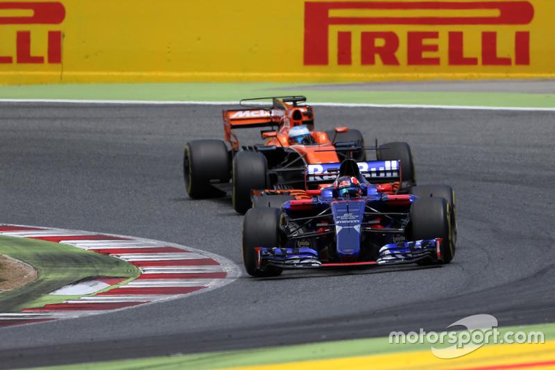В итоге Сайнс приехал седьмым, а Квят девятым. Зато Даниил оставил позади Фернандо Алонсо на McLaren