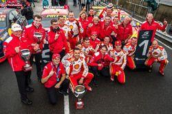 Yarış galibi Fabian Coulthard, Team Penske Ford, 2. Scott McLaughlin, Team Penske Ford