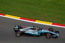 Lewis Hamilton, Mercedes-Benz F1 W08, with halo
