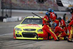 Dale Earnhardt Jr., Hendrick Motorsports Chevrolet, pit stop