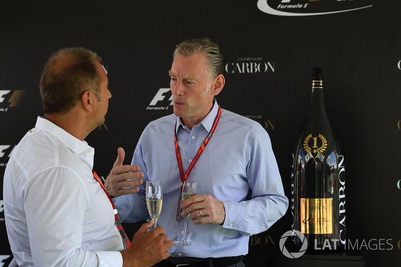 Kai Ebel, RTL Presenter y Sean Bratches, Director Comercial Formula One Group en la Carbon Champagne recepción de eventos
