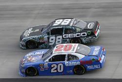 Erik Jones, Joe Gibbs Racing Toyota Casey Mears, Biagi-DenBeste Racing Ford