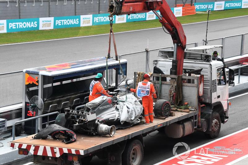 La monoposto incidentata di Romain Grosjean, Haas F1 Team VF-17
