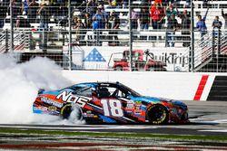 Kyle Busch, Joe Gibbs Racing Toyota festeggia