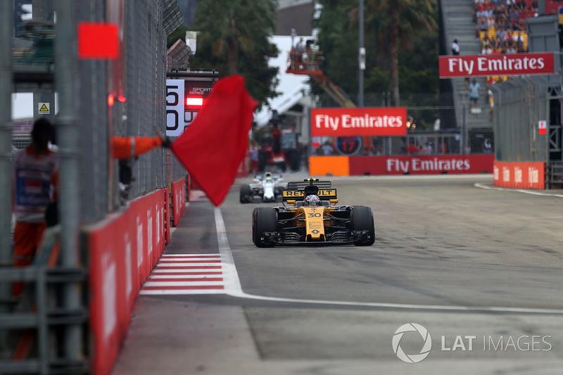Jolyon Palmer, Renault Sport F1 Team RS17 ve kırmızı bayrak