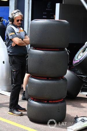 Инженер Pirelli и шины