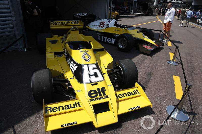 Автомобили Renault RS01 и Renault RS40