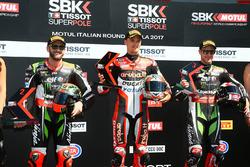 Ganador de la pole Chaz Davies, Ducati Team, segundo Tom Sykes, Kawasaki Racing, tercero Jonathan Re