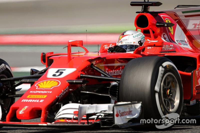 Mas quase deu para Sebastian Vettel. O alemão deixou o carro escapar em sua última tentativa e vai largar ao lado do inglês amanhã.