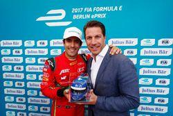Lucas di Grassi, ABT Schaeffler Audi Sport, festeggia la Pole Position