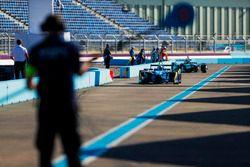 Sébastien Buemi, Renault e.Dams, and Nelson Piquet Jr., NEXTEV TCR Formula E Team, in the pits