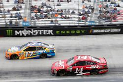Clint Bowyer, Stewart-Haas Racing Ford Ricky Stenhouse Jr., Roush Fenway Racing Ford