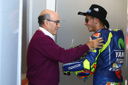 Carmelo Ezpeleta, PDG de Dorna Sports, Valentino Rossi, Yamaha Factory Racing
