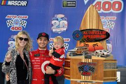Yarış galibi Kyle Larson, Chip Ganassi Racing Chevrolet, Victory Lane